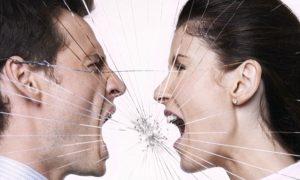 couple fights - mirror shutter