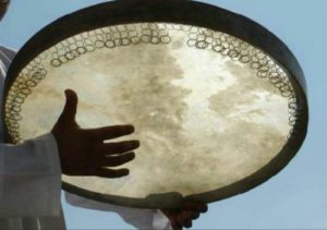 hands-playing-daf-drum