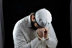 muslim man praying crying