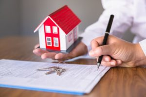 signing-papers-keys-house-mortgage